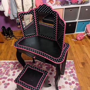 Minnie Mouse Themed Childs Vanity for Sale in Maple Valley, WA