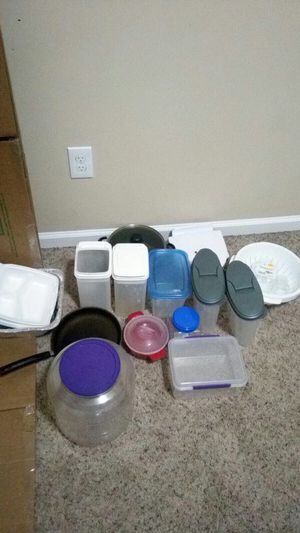 Cooking pan pot and plastic containers. All for $20 obo and pick up from sawmill road for Sale in Dublin, OH