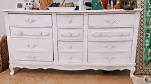 Vintage bedroom furniture set with dresser and two night stands for Sale in Tampa, FL