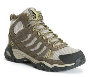 NEW Columbia Women's Helvatia Mid Waterproof Hiking Boot Size 11 + free hiking socks for Sale in Miami Beach, FL