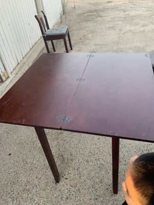 Small kitchen table for Sale in Reedley, CA