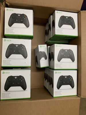 Xbox one Controllers for Sale in Monroe, WA