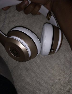 Never used beats solo 3 wireless headphones for Sale in Alexandria, VA