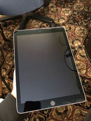 "2017 Ipad Pro 9.7"" 256gb with Otterbox Defender for Sale in Crystal Lake, IL"