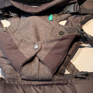 Infantino Baby Carrier for Sale in Des Moines, WA