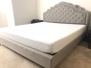 King bed and mattress for Sale in Bellevue, WA
