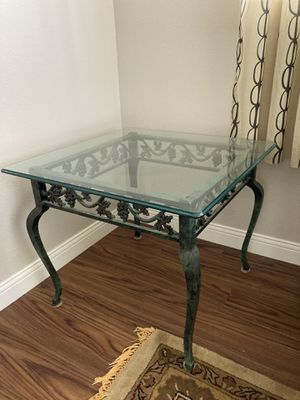 End table for Sale in Oak Glen, CA