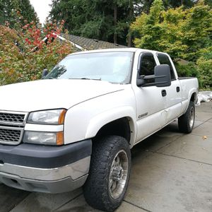 2005 Chevy Silverado 2500hd crew cab for Sale in Everett, WA