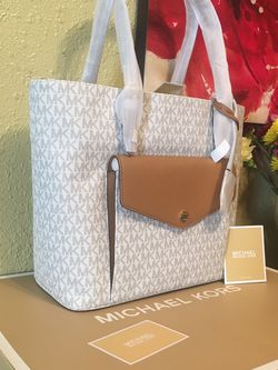 Brand New With Tags And In Gift 🎁 Box Michael Kors Tote Purse for Sale in Downey,  CA