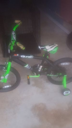 Bike with training wheels 18 inch for Sale in Stone Mountain, GA