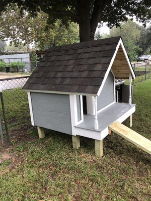 Custom large dog house with rear window/Columns and vent for Sale in Houston, TX
