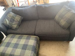 Couch, 2 oversized chairs and two ottomans for Sale in Wenatchee, WA