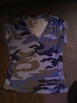 Express cropped camo tee for Sale in Malta, OH
