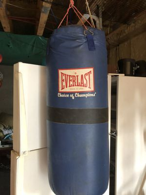 Everlast heavy duty punching bag for Sale in Wellford, SC