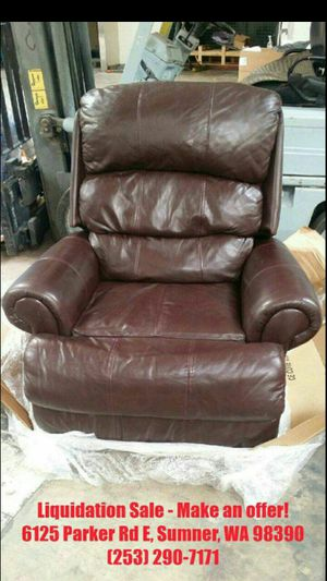 Lot 153, Harvey Norman Leather Recliner seat chair JCPenney Retails $2300 for Sale in Sumner, WA