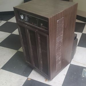 Westinghouse 25 dehumidifier Works Great for Sale in Chicago, IL