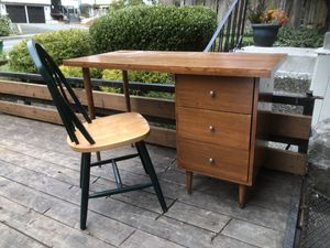 Student desk and chair for Sale in Sammamish, WA
