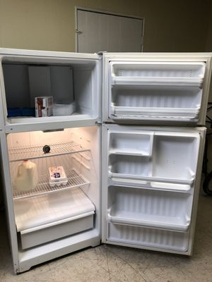 Refrigerator good working condition (free delivery) for Sale in Tucson, AZ