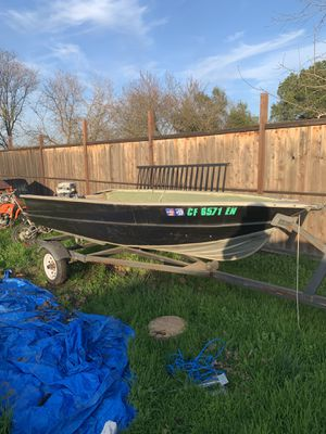 12' aluminum fishing boat for Sale in Rio Linda, CA