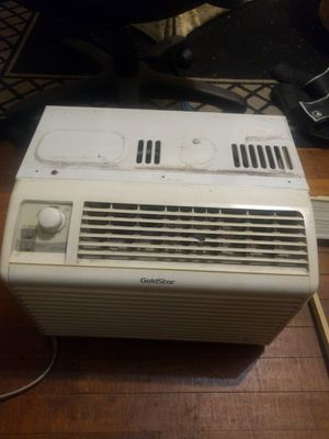 Air-conditioner window unit (Goldstar) for Sale in Chicago, IL