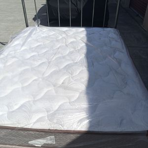 SLEEP LIKE A BABY, QUEEN SIZE BED for Sale in Suisun City, CA