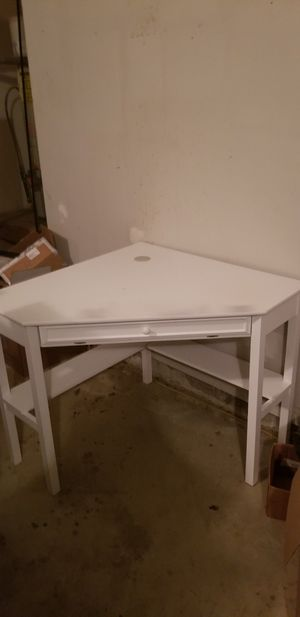 White corner desk for Sale in Jonesboro, GA
