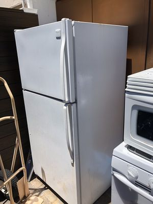 FREE REFRIGERATOR ,STOVE AND MICROWAVE IN WORKING CONDITION for Sale in San Diego, CA