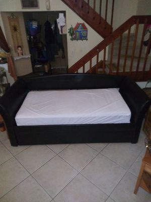 Black Leather Twin Sofa Day Bed With Pull out Bed Trundle for Sale in Miami, FL