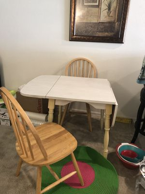 Kitchen table and chairs for Sale in Wesley Chapel, FL