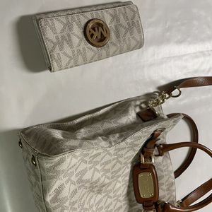 Beige Michael Kors Purse for Sale in Chesapeake, VA