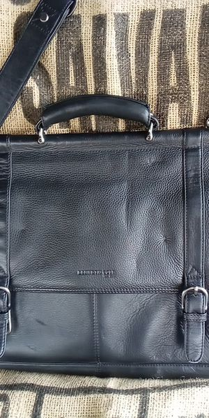 Kenneth Cole briefcase leather for Sale in Indianapolis, IN