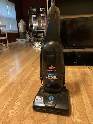 Vacuum Bissell for Sale in Cleveland, OH