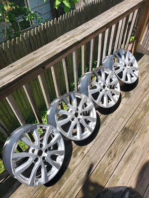 """2017 nissan rogue 17"""" rims & 225/65/17 for Sale in East Haven, CT"""