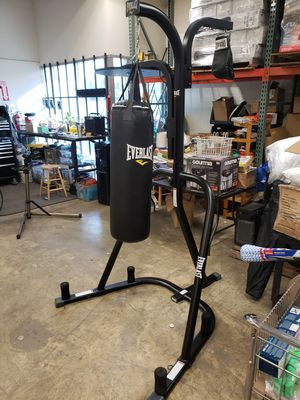 Everlast bag stand with 70 pound bag. Has spot for speed bag and double end striking bag. Comes with gloves. $200 YOU WILL NEED A TRUCK FOR PICK UP for Sale in Redlands, CA