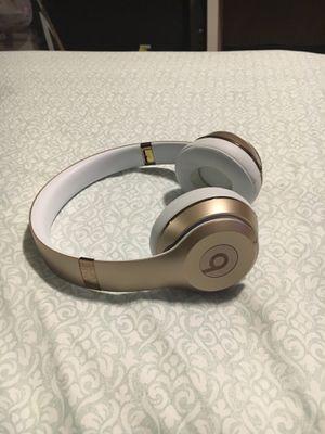 Beats solo wireless 3 gold for Sale in Hialeah, FL