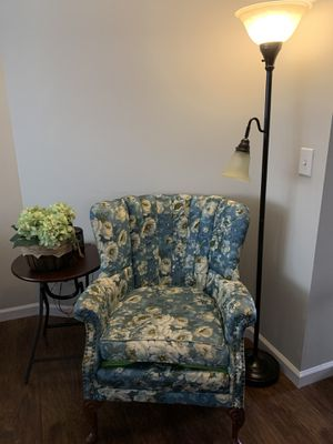 Antique floral sitting chair. Bought from antique shop. The sitting cushion has a tear from wear on one side but does not show. I bought it like that. for Sale in Pickens, SC