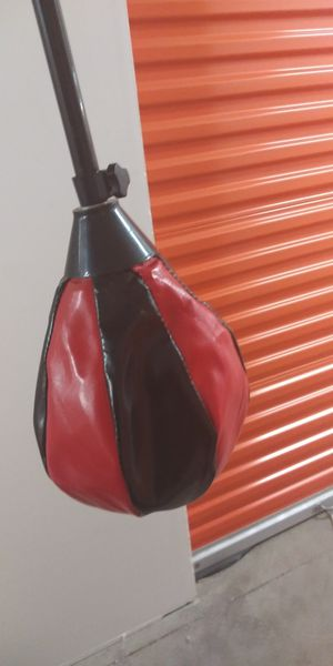 SPEED BAG WITH MOUNTING HARDWARE...JUST NEED A BOXER TO PUNCH IT...QUALITY..CASH/TRADE... for Sale in Las Vegas, NV