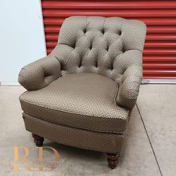 Tufted Sofa Lounge Chair for Sale in Mount Rainier,  MD