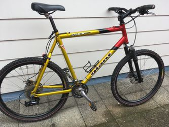 """Giant mtb bike bicycle, discs brakes, size large 24"""" frame for Sale in Portland,  OR"""