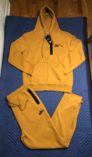 Nike sweatsuit size xl for Sale in Nutley, NJ