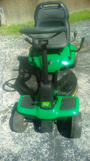 Weed Eater Lawn Mower Tractor for Sale in St. Louis, MO