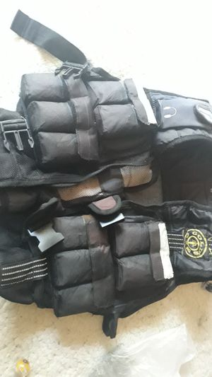 GOLDS GYM WEIGHT VEST APPROXIMATELY 25 TO 30 POUNDS for Sale in Portland, OR