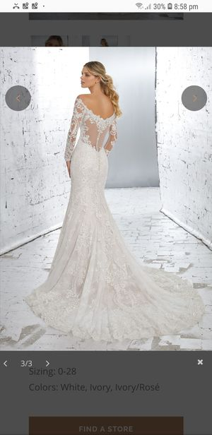 """New wedding dress',"""" size 14"""" no one wear it for Sale in Chicago, IL"""