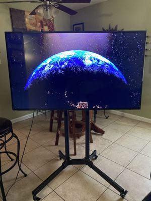 SAMSUNG 4k SMART TV 55 INCH (no legs) FREE TV STAND WITH WHEELS for Sale in Phoenix, AZ