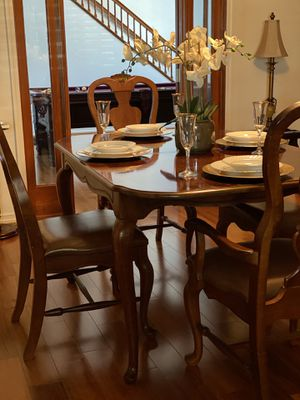 Cherry Wood Dining/ Kitchen Table with 4 chairs for Sale in Lemon Grove, CA
