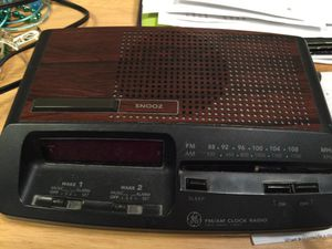 AM/FM radio/alarm clock with back up time savers for Sale in Renton, WA