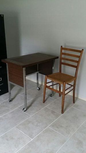 DESK and small chair --$25 for Sale in Clearwater, FL