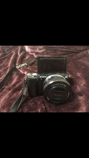 Sony a5000 w/ 16-50mm lens for Sale in Maplewood, MN