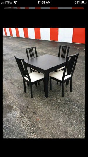 Table and chairs for Sale in Tamarac, FL