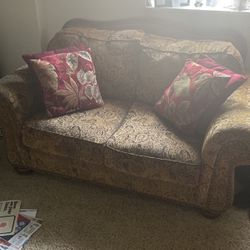 Loveseat for Sale in Pittsburgh,  PA